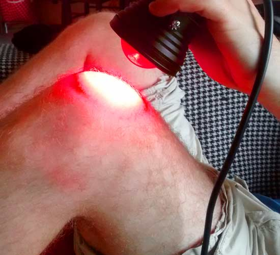 Treating knee arthritis with infrared light mini